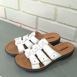 Clarks White Leather Soft Cushion Sandals. Sz 7.5